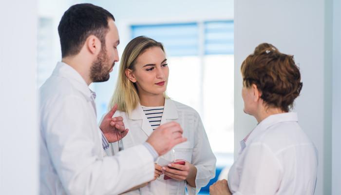 Разговор врачей с пациентом